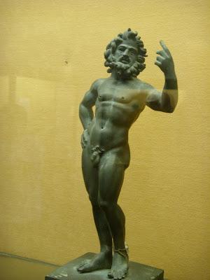 男性の彫像