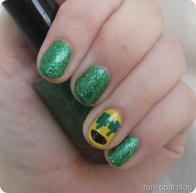 Shamrock Emoji Nails nail art nailart shamrocks st.patricks day paddys green glitter