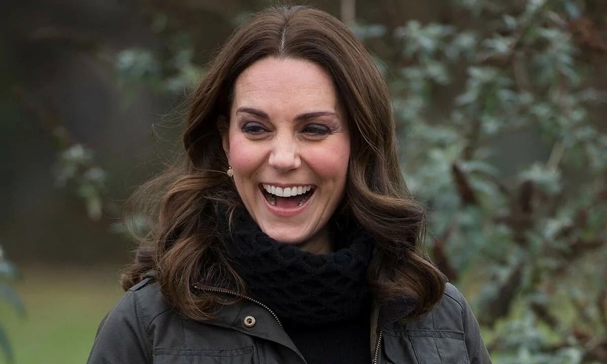 Kate Middleton Rocks Skinny Jeans for first COVID-19 Vaccine