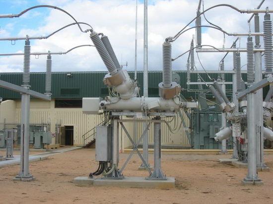 القواطع الكهربائية في محطات التحويل الكهربائية Circuit Breakers مكوناتها وطريقة عملها