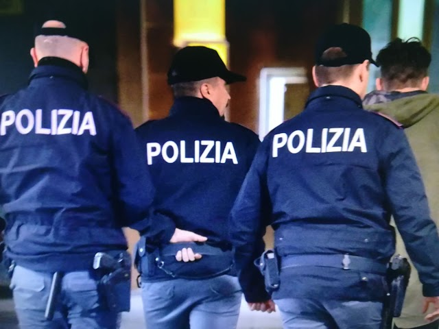 Polizia di Stato: violenta una ragazza di quindici anni. Gli Agenti della Squadra Mobile di Reggio Calabria ricostruiscono la vicenda e lo arrestano.