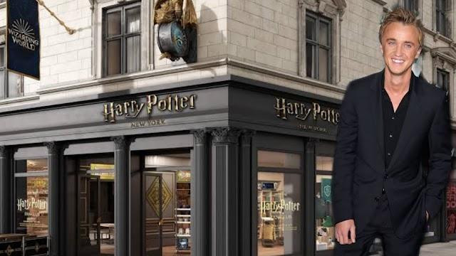 Tom Felton visita loja de Harry Potter em Nova York e se emociona