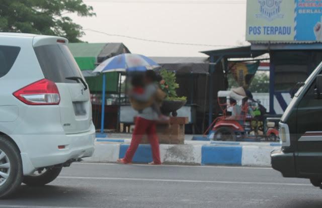 """Pol PP Ngawi: """"Dengan Modus menggendong balita, mereka (Pengemis-red) mampu dapatkan uang hingga 100 ribu rupiah per hari,"""""""