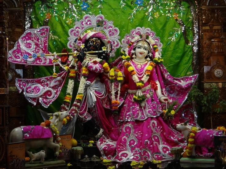 ISKCON Nigdi Deity Darshan 19 Dec 2015 (8)