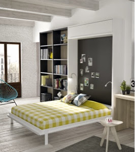 Dormitorio con cama plegable de matrimonio abierta