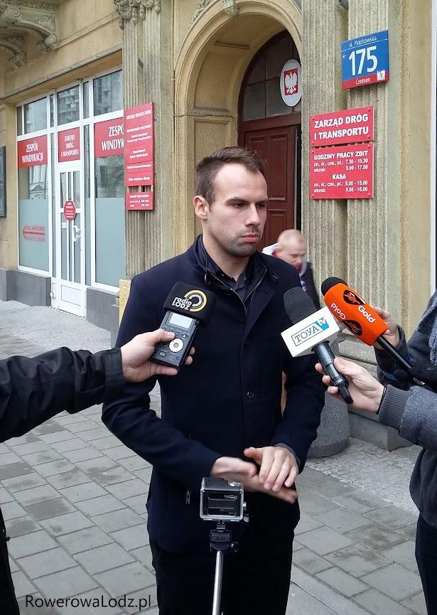 Konferencja prasowa pod siedzibą ZDiT. FOTO: Marcin Maziarz