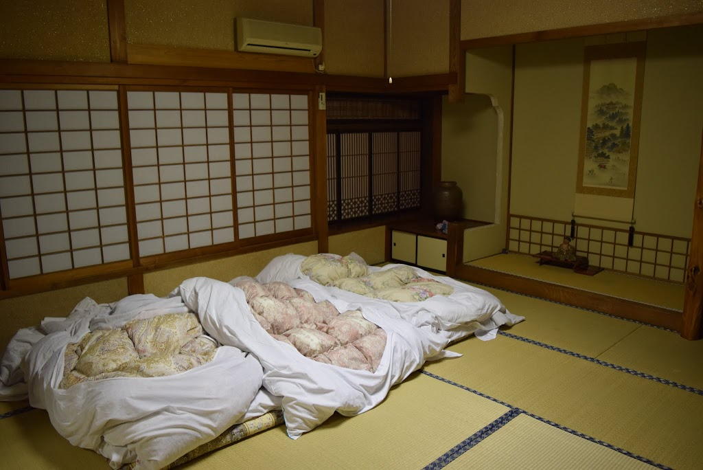как спят японцы фото вряд кто-то