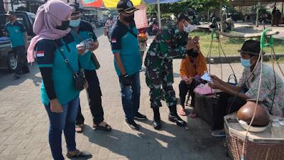 Koramil 13 Kretek Bersama  Relawan Pantas Melaksanakan Pembagian Masker