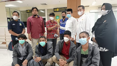 Pemerintah Aceh Melalui Dinas Kelautan dan Dinsos Aceh Jemput Kepulangan 4 Nelayan yang Terdampar