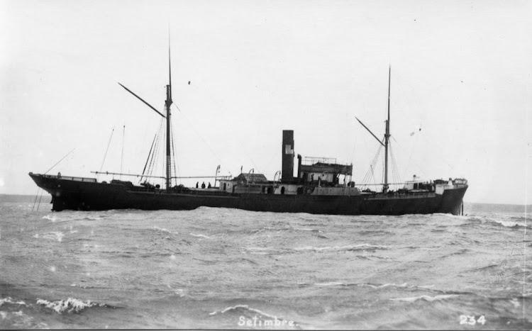 El vapor SETIEMBRE encallado en The Hats, en las Islas Scilly. 1911. WAT_16_042ed.jpg