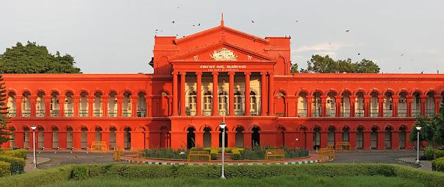 Fine to Advocate who filed PIL - ಲಾಕ್ ಡೌನ್ ವೇಳೆ ಲಾಠಿ ಚಾರ್ಜ್ ಆರೋಪ: ಪೊಲೀಸರ ವಿರುದ್ಧ ಎಫ್ಐಆರ್ ಕೋರಿದ್ದ ಪಿಐಎಲ್ ವಜಾ, ವಕೀಲರಿಗೆ ದಂಡ