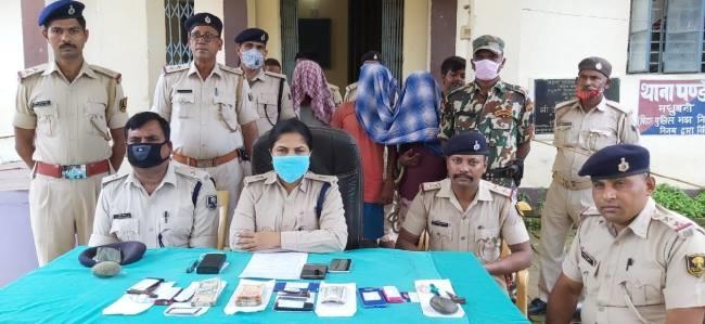 BIHAR NEWS/झपटमार गिरोह के तीन अपराधी गिरफ्तार, 83 हजार रुपये बरामद