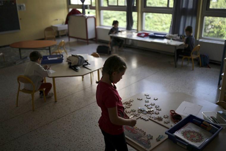 Kids social distancing in school