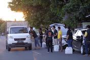 Wujud Kepedulian, Komunitas 72 Bagi Sembako dan Masker Sasar Pengguna Jalan di Perbatasan Soppeng Bone