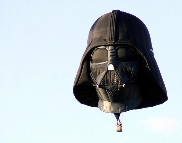Globo con la forma del casco de Darth Vader