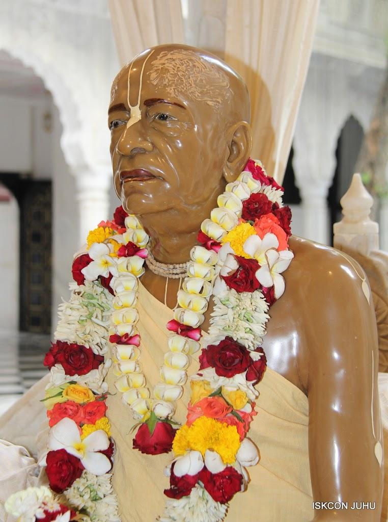 ISKCON Juhu Sringar Deity Darshan 09 Apr 16 (34)