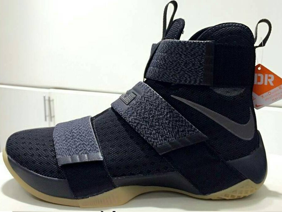 hot sale online de468 453d6 ... Gum  21-06-2016 Nike LeBron Soldier 10 XDR That s Ready for Outdoor  Battle ...