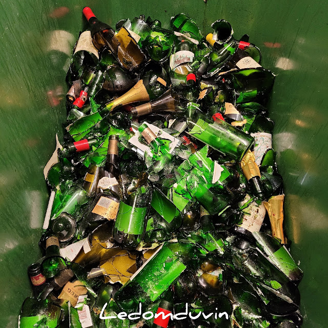 Discarding expensive empty bottles of wine by and for ©LeDomduVin 2021 (9)