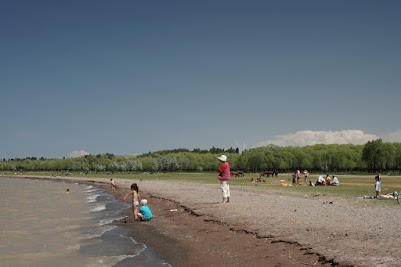 Kinder baden im Issyk Köl bei Ottuk