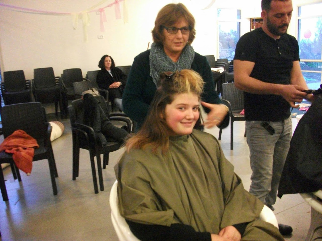 Donating hair for cancer patients 2014  - 1912326_539677726148525_1373581139_o.jpg