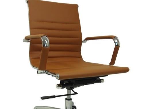 Eigenwijs design tulip tafels & stoelen