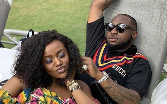 Davido invites chioma on stage at his Concert (Watch Video)