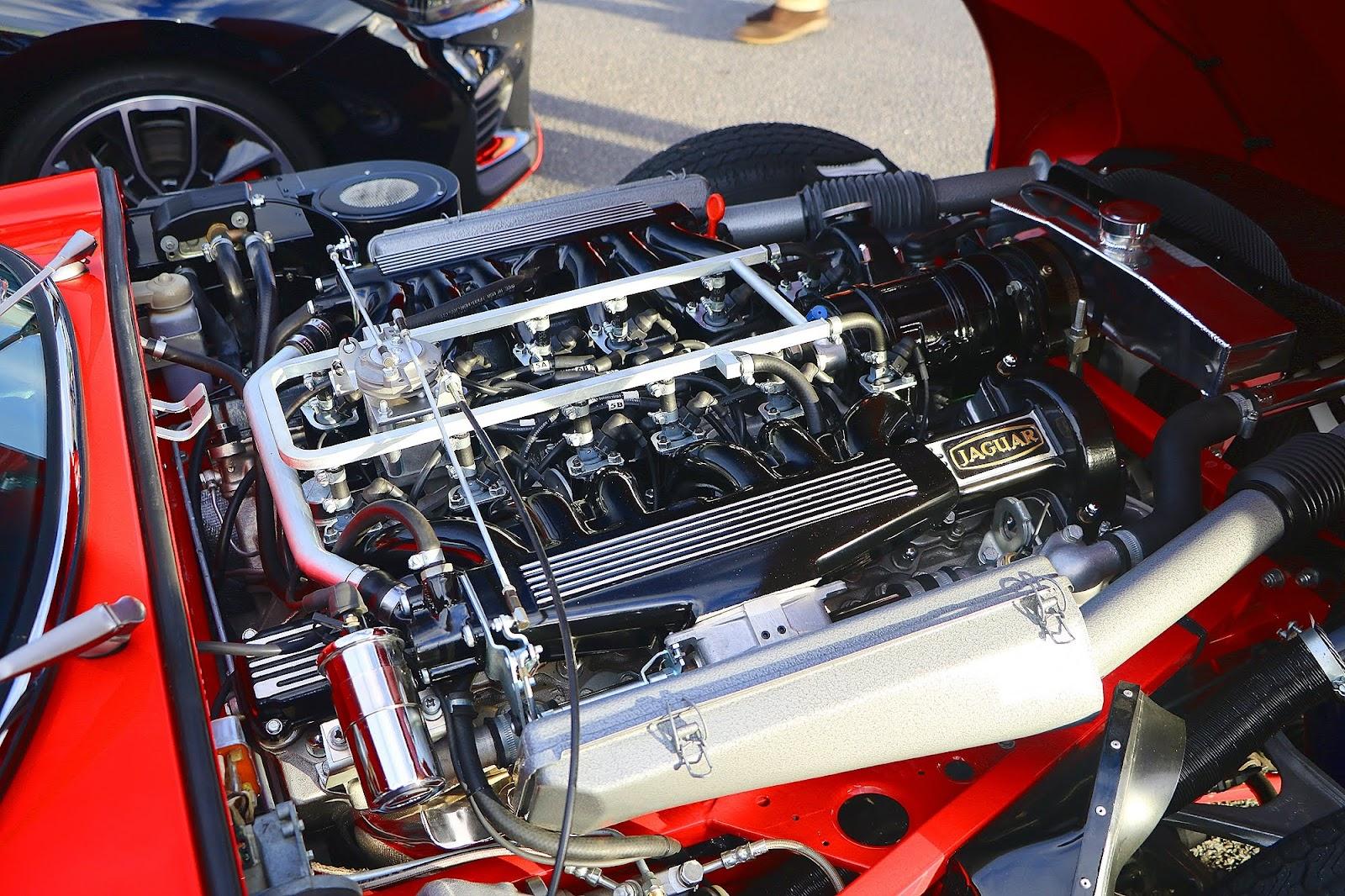 1974 Jaguar E-Type V-12 Engine.jpg