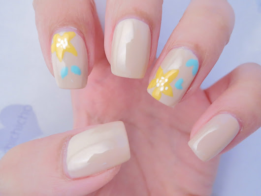 Yellow Lilies Nail Art | chichicho~ nail art addicts