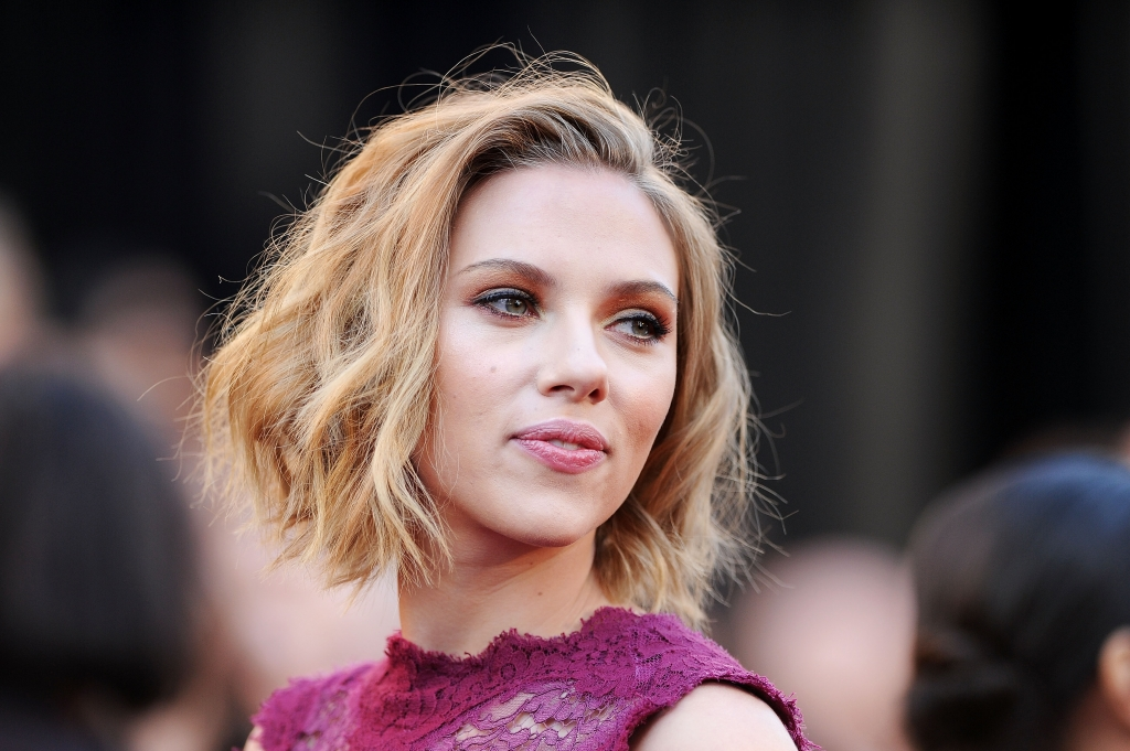 scarlett johansson hair 2011 academy awards. Scarlett Johansson in Dolce amp;
