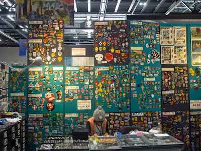 LonCon stand selling iron on patches