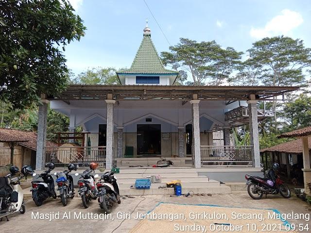 Kegiatan bersih masjid di Masjid Al Muttaqin, Giri Jembangan, Giri Kulon, Secang, Magelang