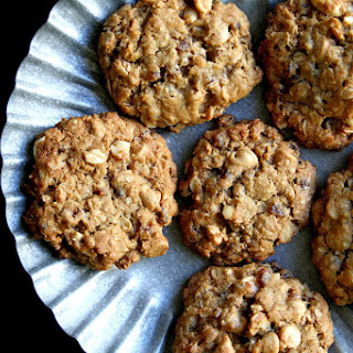 Peanut Butter and Strawberry Jammie Bits Oatmeal Cookies.