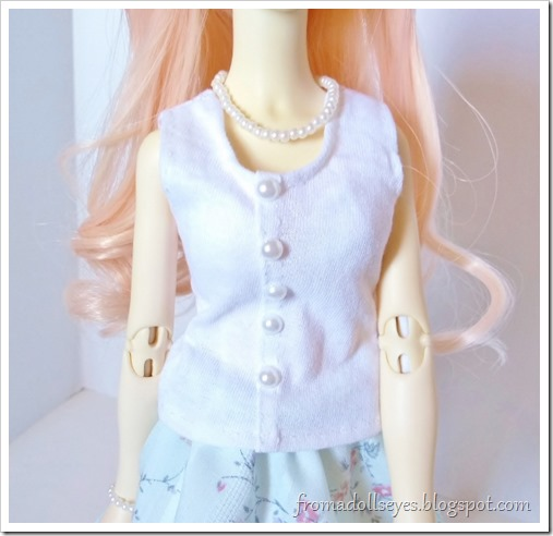 A close up of the tank top as worn by the doll.  We will learn how to make this easy casual top for msd bjds.