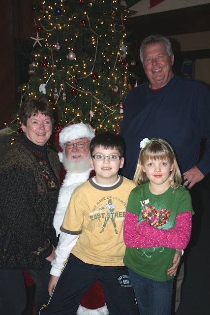 2009 Clubhouse Christmas Decorating Party - SandersGrandKids2.JPG