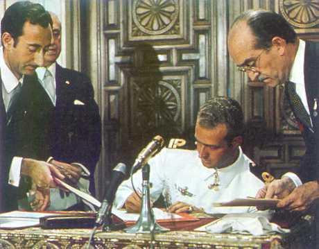 RETROSPECTIVA DE LA FAMILIA REAL 1969-juancarlos-acepta-principe