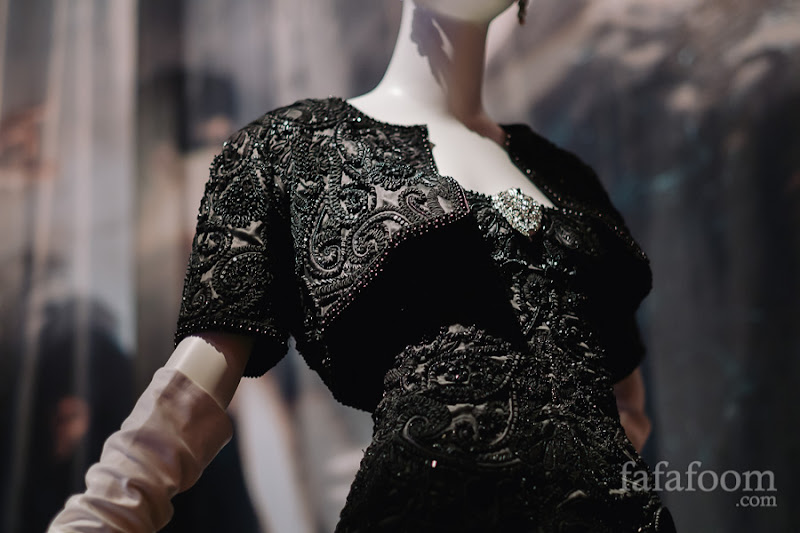 Details of Oscar de la Renta for Pierre Balmain, Haute Couture, Evening ensemble: dress and bolero, Spring/Summer 2004.