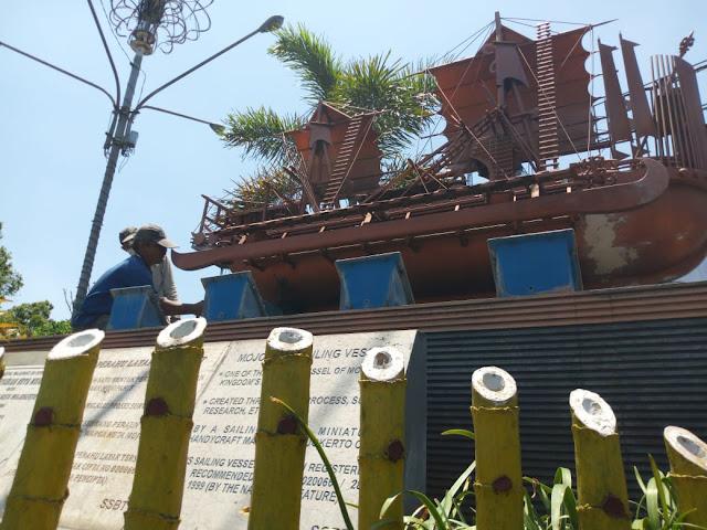 Patung Kapal Pinisi Pinisi Kota Mojokerto