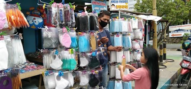 Bulan Penuh Berkah, Penjual Masker Ketiban Rezeki