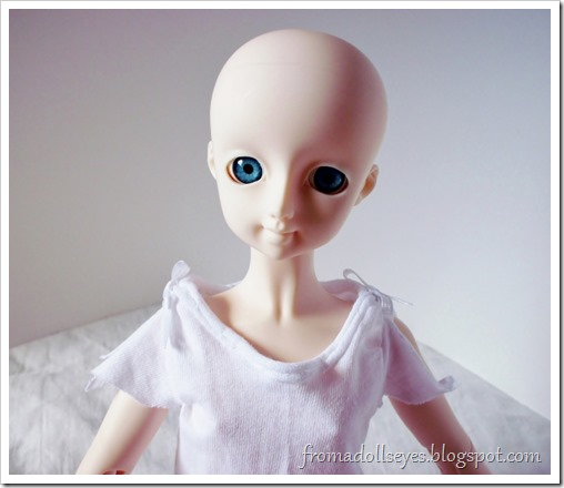 T-shirt for a ball jointed doll.