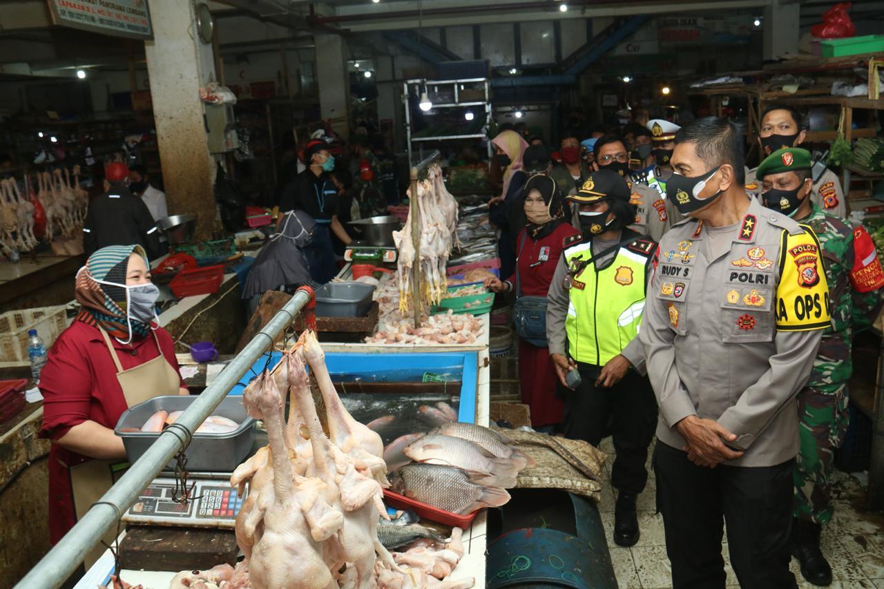 Kapolda Jabar Tinjau Ops Yustisi Stasioner Dan Mobile Pendisiplinan Protokol Kesehatan Covid -19 di Pasar Lembang