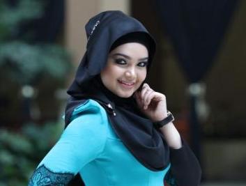 Siti Nurhaliza Bertudung Bukan Untuk Berpolitik