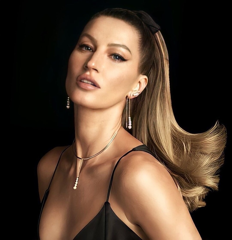 Vivara unveils its Christmas 2020 advertising campaign with Gisele Bundchen.