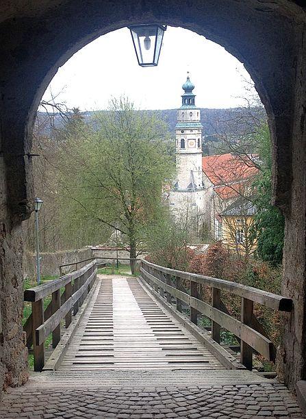 Blick von der Burg auf die Stifts-Kirche St. Laurentius von Tittmoning