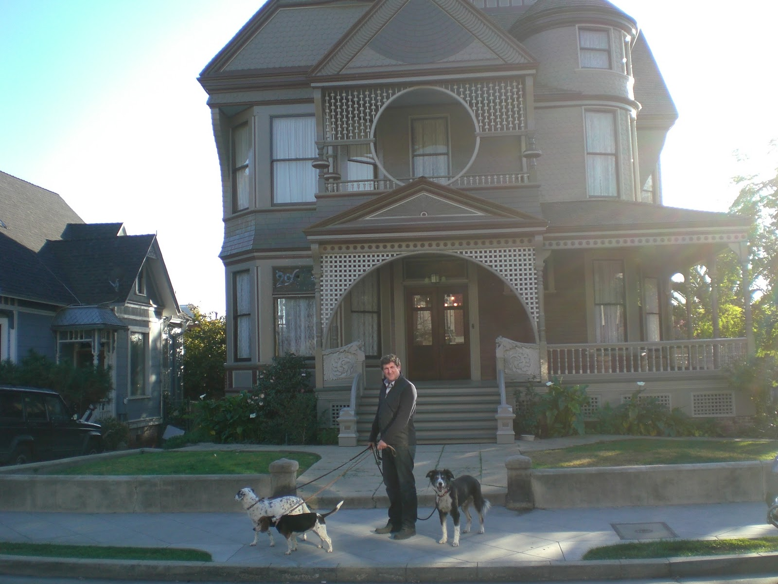 Midnight in the garden of evil the charmed house for Charmed tour san francisco
