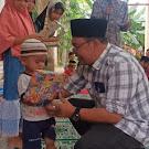 Tokoh Desa dan Muspika Kecamatan Langkahan Me-nyantuni Yatim/ Piayatu sambut 27 Ramadhan.