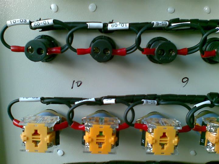 配电箱门板后面按钮和指示灯接线