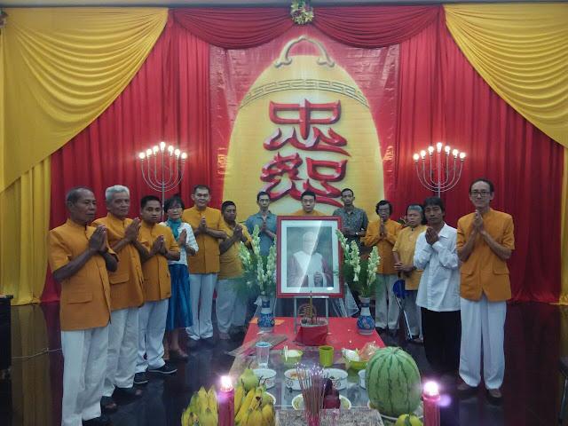 PC MAGABUDHI Surakarta,menyatakan Samvega Citta dan membacakan Paritta utk.Alm.Haksu Thjie Tjay Ing