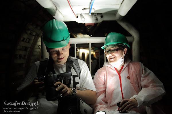 Kasia i Maciej Marczewscy w podziemnym tramwaju Kopalni GUIDO w Zabrzu
