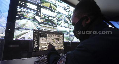 Kamera ETLE Identifikasi Porsche Putih yang Terobos Jalur TransJakarta