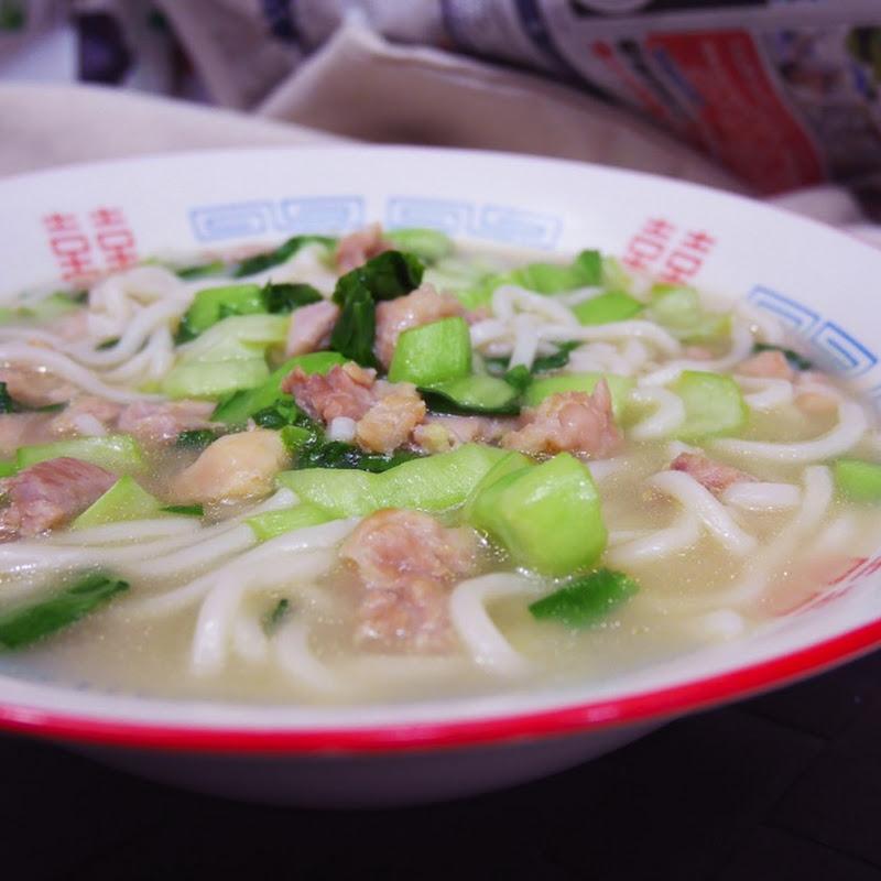 【老娘的草根飯堂】嫩雞煨麵 Stewed Chicken Noodles